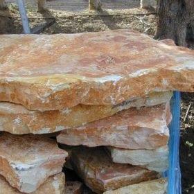אבן מדרך אדומה עבה - עצי נוי | הדר נוי משתלות